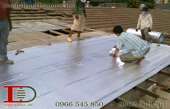 Thi công túi khí cách nhiệt chống nóng mái tôn